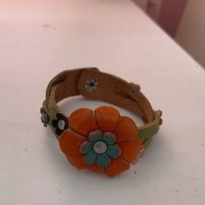Jewelry - Unique leather flower bracelet